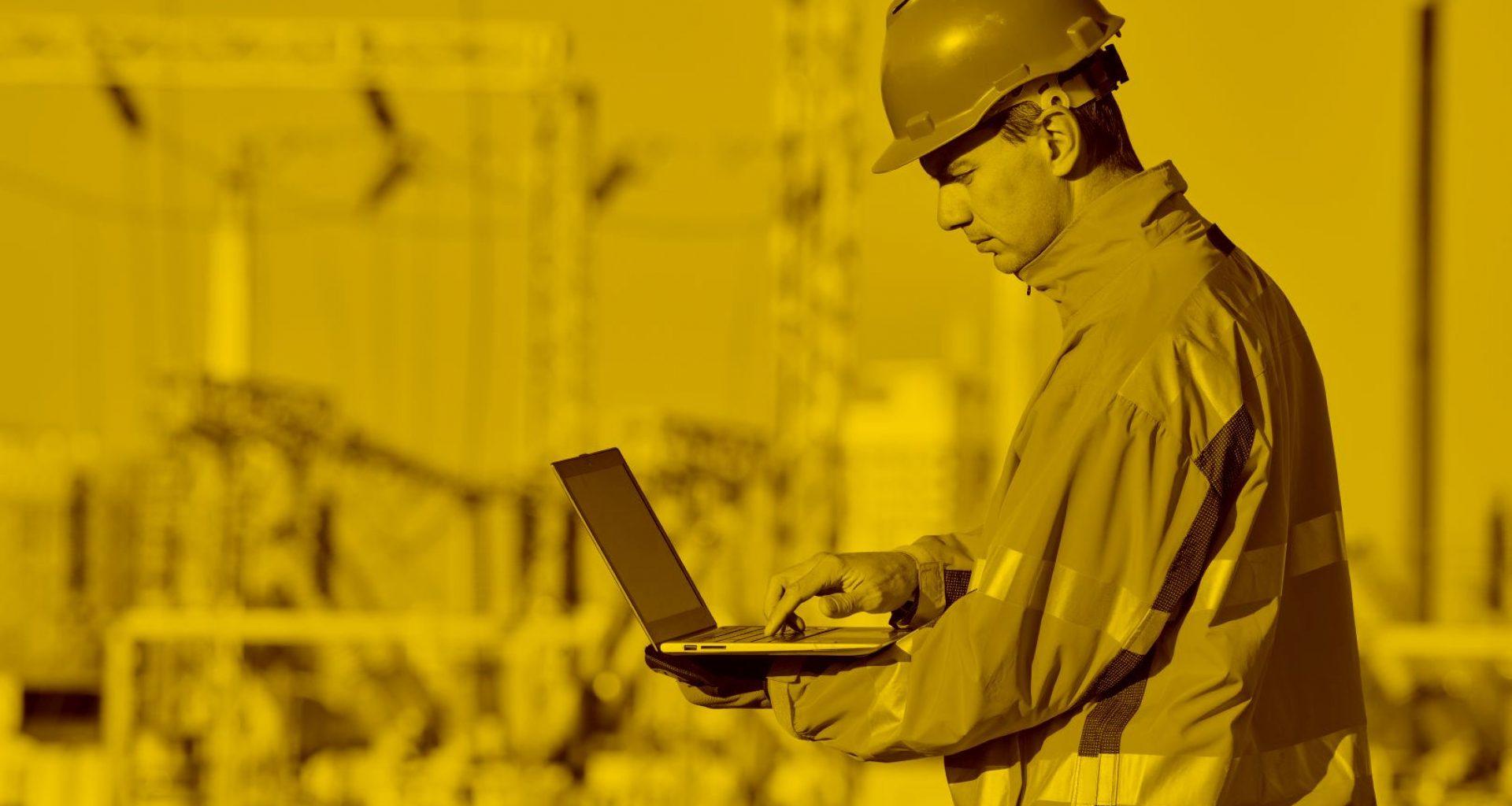 Bauarbeiter mit Macbook und WinWorker