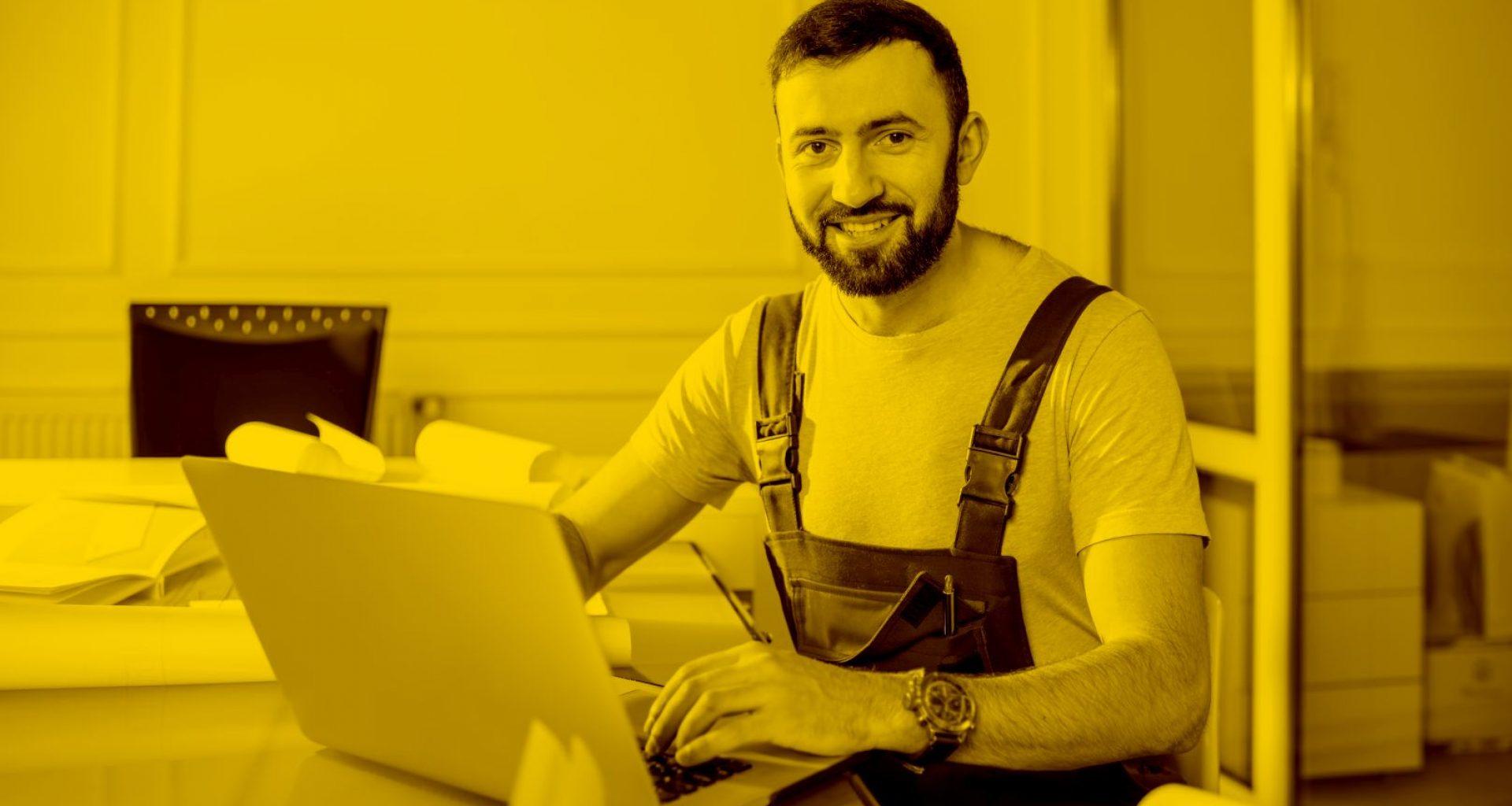 Maler arbeitet mit WinWorker auf seinem Macbook