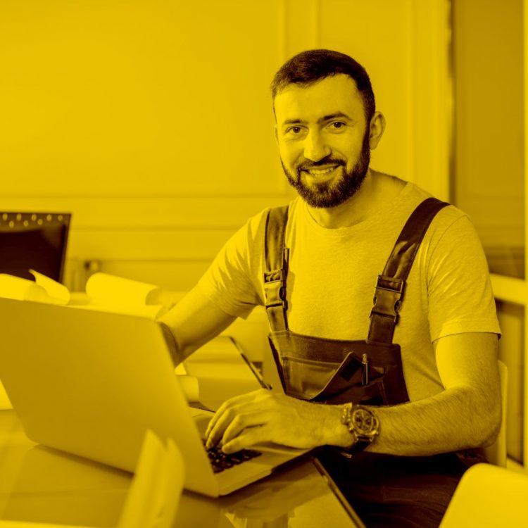 Arbeitsplatz mit Macbook und WinWorker