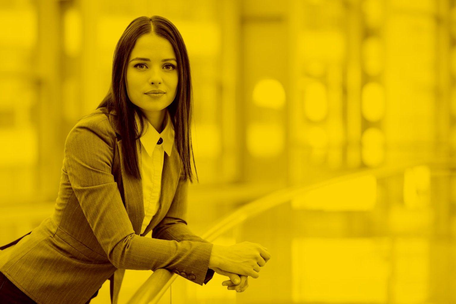 Business-Frau erhält Förderungshilfe