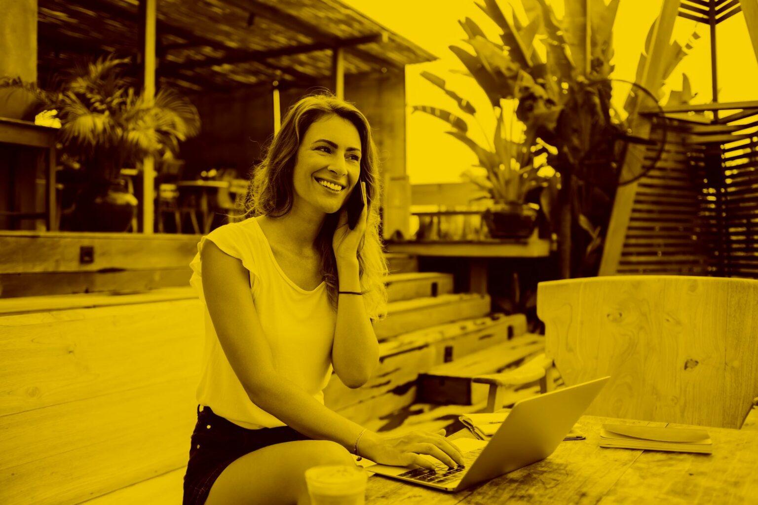 geschäftsfrau-arbeitet- mit-laptop- in-der- maja.cloud-im- homeoffice